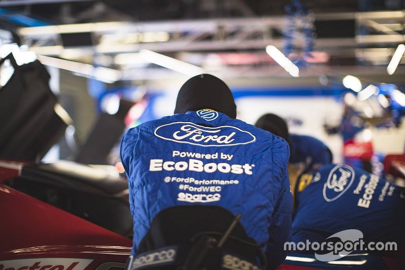 Ford Chip Ganassi Racing mechanic