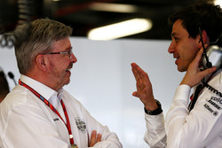 Ross Brawn, Managing Director, Motor Sports with Toto Wolff, Mercedes AMG F1 W08 Shareholder and Executive Director