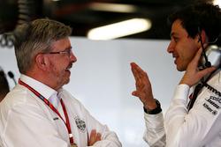 Управляющий директор Motor Sports Росс Браун и совладелец и исполнительный директор Mercedes AMG F1 Тото Вольф