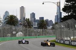 Jolyon Palmer, Renault Sport F1 Team RS17; Pascal Wehrlein, Sauber C36