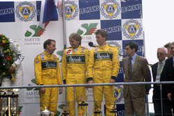 Podium: third position Andy Wallace, Derek Bell, Justin Bell