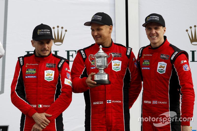 Podium GTLM: tercero #62 Risi Competizione Ferrari 488 GTE: Toni Vilander, Giancarlo Fisichella, James Calado