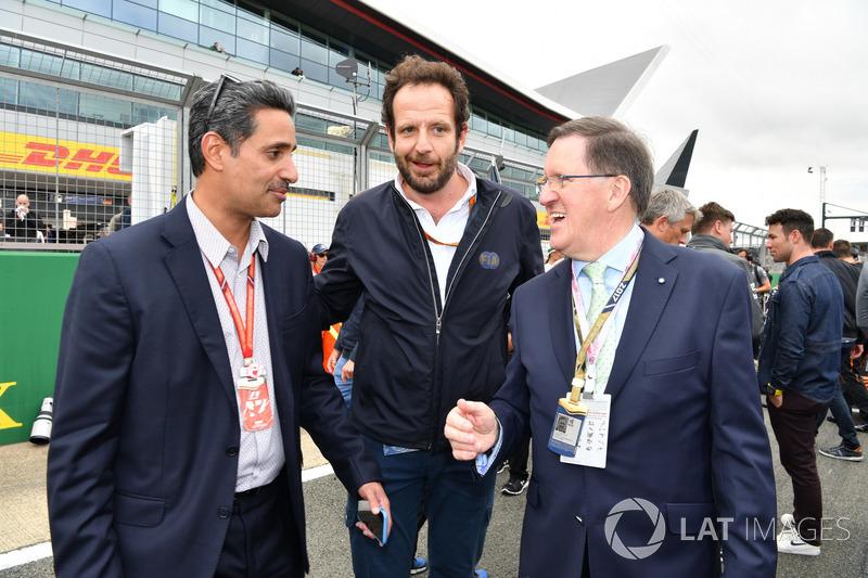 Керівник Bahrain International Circuit Шейх Сальман бін Іса Аль-Халіфа, медіа-делегат FIA Маттео Бон