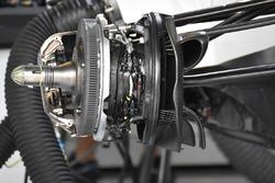 Williams FW40: Vorderradbremse