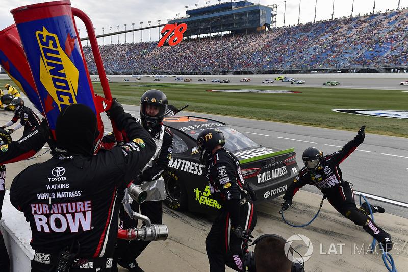 Martin Truex Jr., Furniture Row Racing Toyota bei Chicago - NASCAR Cup Fotos
