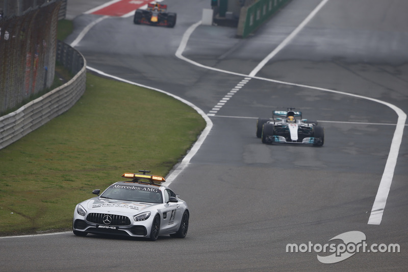 Safety-Car vor Lewis Hamilton, Mercedes AMG F1 W08