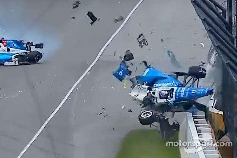 Жахлива аварія Скотта Діксона, Chip Ganassi Racing Honda, та Джея Ховарда, Schmidt Peterson Motorsports Honda
