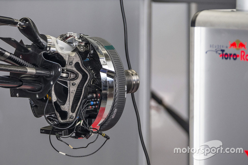 Scuderia Toro Rosso STR12 front brake and wheel hub detail