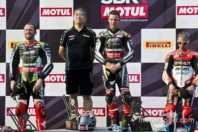 Podium: ganador, Jonathan Rea, Kawasaki Racing, segundo, Tom Sykes, Kawasaki Racing, tercero, Marco