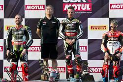 Podium: race winner Jonathan Rea, Kawasaki Racing, second place Tom Sykes, Kawasaki Racing, third place Marco Melandri, Ducati Team with Shigemi Tanaka, Kawasaki Racing