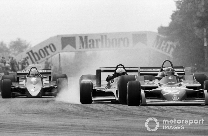 Elio de Angelis, Shadow DN9 s'accidente dans l'arrière de Bruno Giacomelli, Alfa Romeo 177