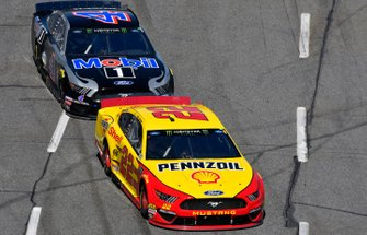 Joey Logano, Team Penske, Ford Mustang Shell Pennzoil, Kevin Harvick, Stewart-Haas Racing, Ford Mustang Mobil 1