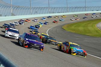 Kyle Busch, Joe Gibbs Racing, Toyota Camry M&M's and Denny Hamlin, Joe Gibbs Racing, Toyota Camry FedEx Express green flag start