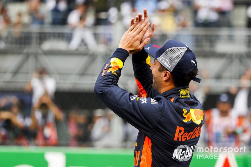 Ganador de la pole Daniel Ricciardo, Red Bull Racing, celebra