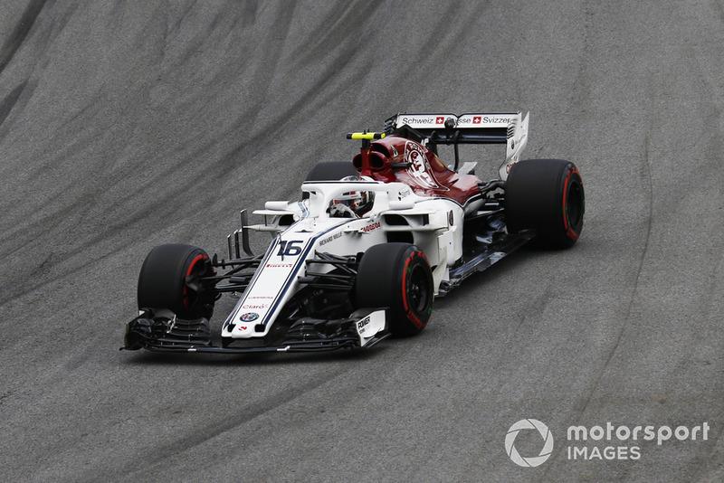 Leclerc se queda en pista sin importarle la lluvia y lograr entrar en la Q3 💪🌧