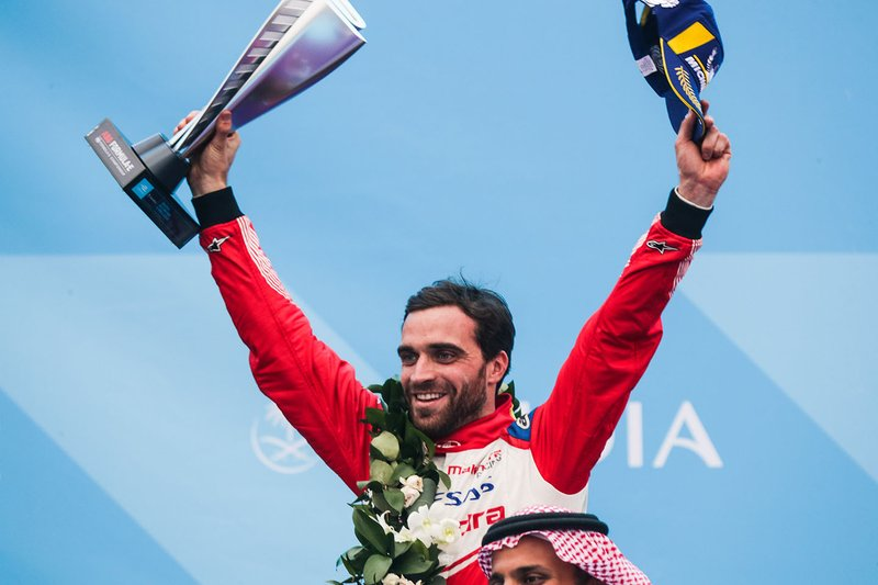 Jérôme d'Ambrosio, Mahindra Racing, festeggia il terzo posto sul podio