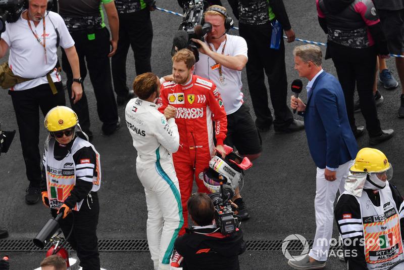 Lewis Hamilton, Mercedes AMG F1 y Sebastian Vettel, Ferrari celebran en Parc Ferme