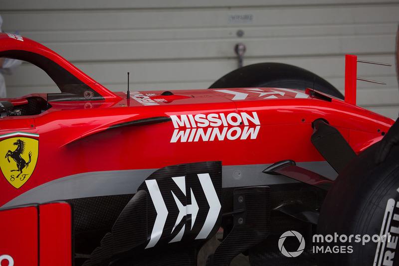 Кокпіт Ferrari SF71H з новою лівреєю