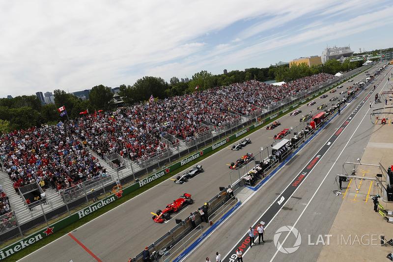 Sebastian Vettel, Ferrari SF71H, memimpin grid di depan Valtteri Bottas, Mercedes AMG F1 W09