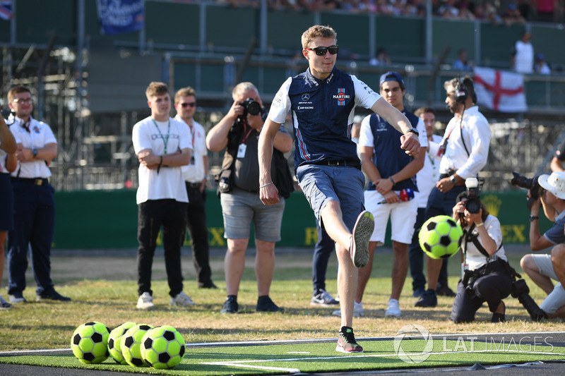 Sergey Sirotkin, Williams, gioca a calcio