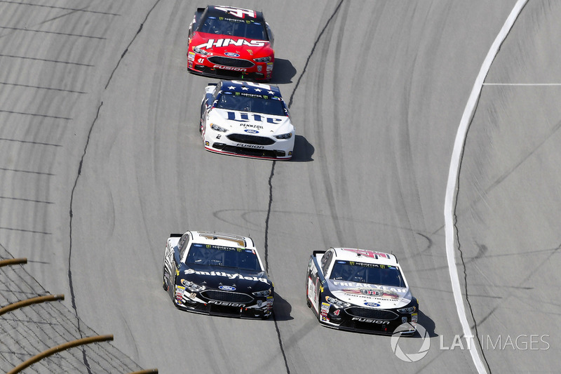 Aric Almirola, Stewart-Haas Racing, Ford Fusion Smithfield e Kevin Harvick, Stewart-Haas Racing, Ford Fusion Jimmy John's Kickin' Ranch