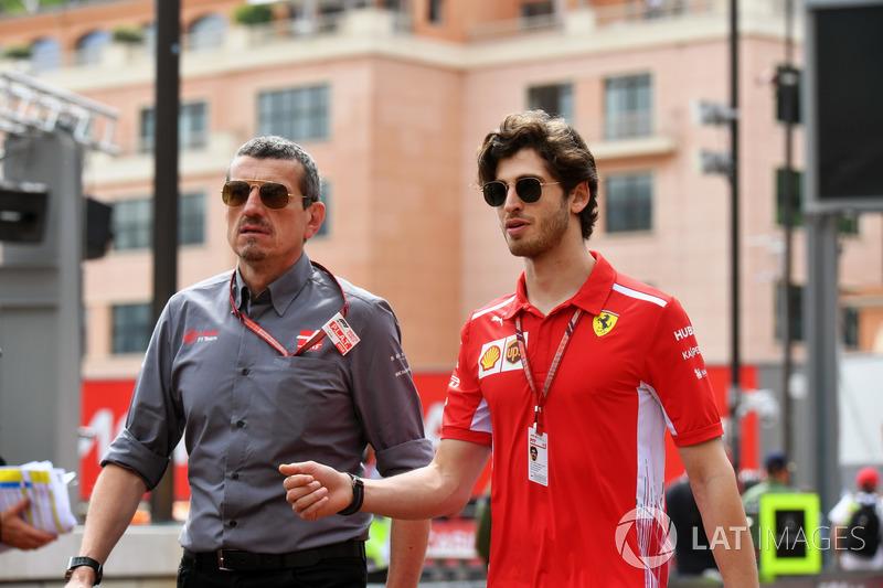 Guenther Steiner, Team Principal Haas F1 e Antonio Giovinazzi, tester Ferrari