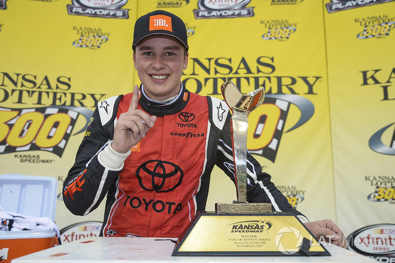 Na NASCAR Xfinity Series, Christopher Bell venceu a primeira da  carreira na categoria, no Kansas.