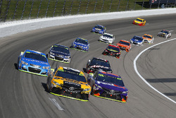 Matt Kenseth, Joe Gibbs Racing Toyota, Denny Hamlin, Joe Gibbs Racing Toyota and Kyle Larson, Chip Ganassi Racing Chevrolet