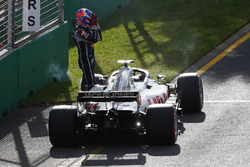 Romain Grosjean, Haas F1 Team VF-18 Ferrari, jumps out of his car and retires from the race