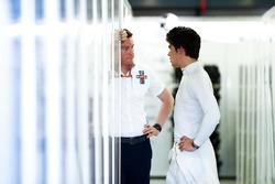 Rob Smedley, jefe de rendimiento de Williams Martini Racing, y Lance Stroll, Williams Racing