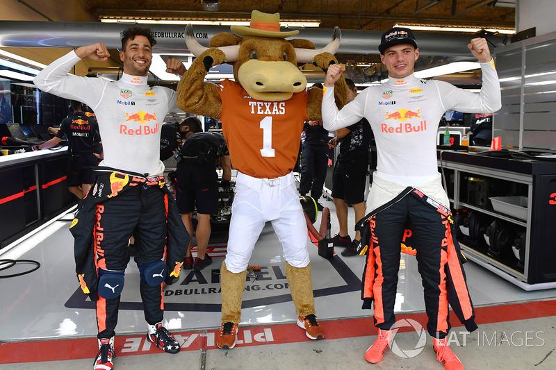 Daniel Ricciardo, Red Bull Racing y Max Verstappen, Red Bull Racing Mascota de los Cuernos Largos de Texas Red Bull Racing garaje
