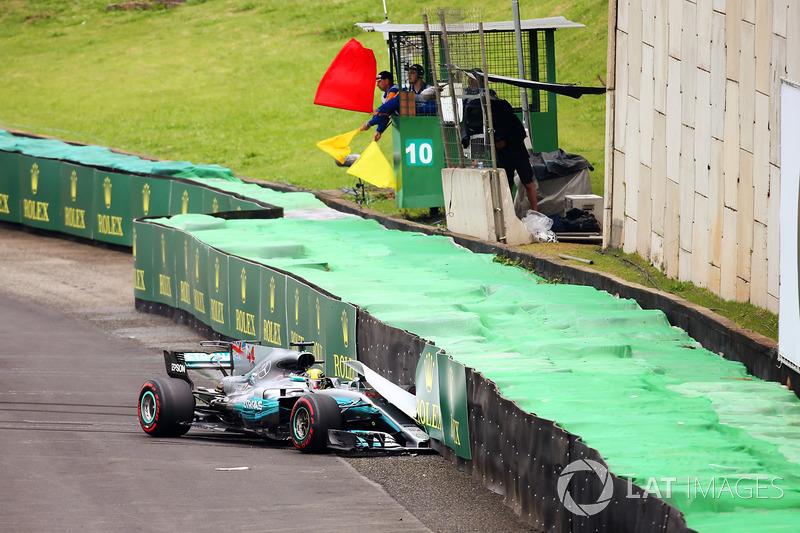 Lewis Hamilton, Mercedes AMG F1 W08, crash