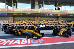 Carlos Sainz Jr., Renault Sport F1 Team and Nico Hulkenberg, Renault Sport F1 Team at the Renault Team photo