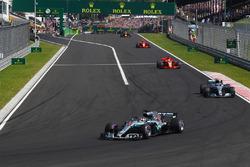 f1-hungarian-gp-2018-lewis-hamilton-mercedes-amg-f1-w09-leads Hamilton não enfrenta dificuldades e vence na Hungria Esportes