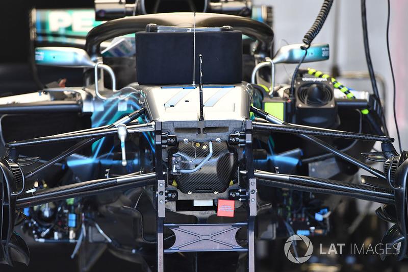 Mercedes-AMG F1 W09 EQ Power+ ön süspansiyon detay