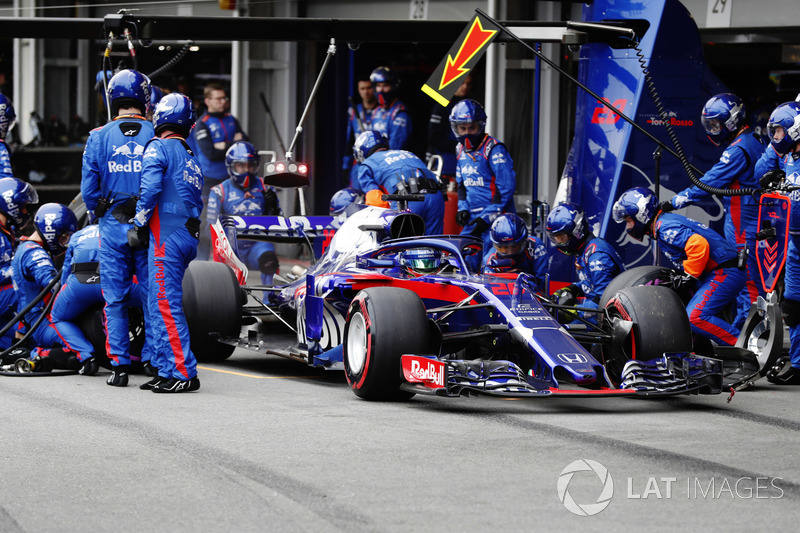 Brendon Hartley, Toro Rosso STR13 Honda, pit stop