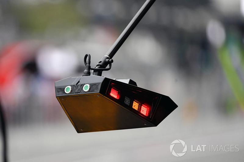 أضواء وقفة صيانة فريق رينو