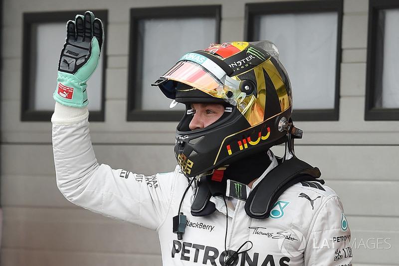 Pole: Nico Rosberg, Mercedes AMG F1 W05, parc ferme
