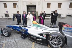 Csoportkép, Ferenc pápa, Alejandro Agag, CEO, Formula E