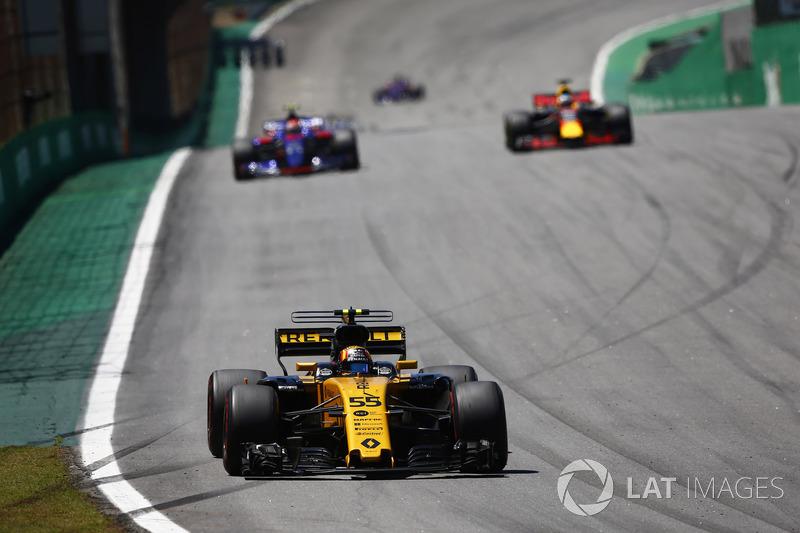 Carlos Sainz Jr., Renault Sport F1 Team RS17, Daniel Ricciardo, Red Bull Racing RB13