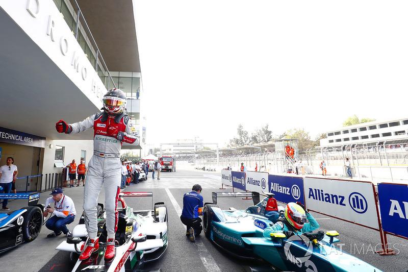 Daniel Abt, Audi Sport ABT Schaeffler, celebra después de ganar la carrera Oliver Turvey, NIO Formula E Team, sale de su coche