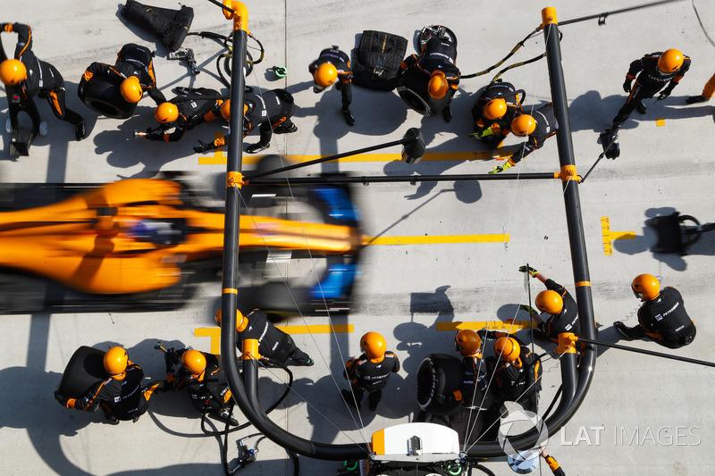 7e Fernando Alonso, McLaren MCL33 Renault