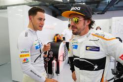 Stoffel Vandoorne, McLaren, talks with Fernando Alonso, McLaren