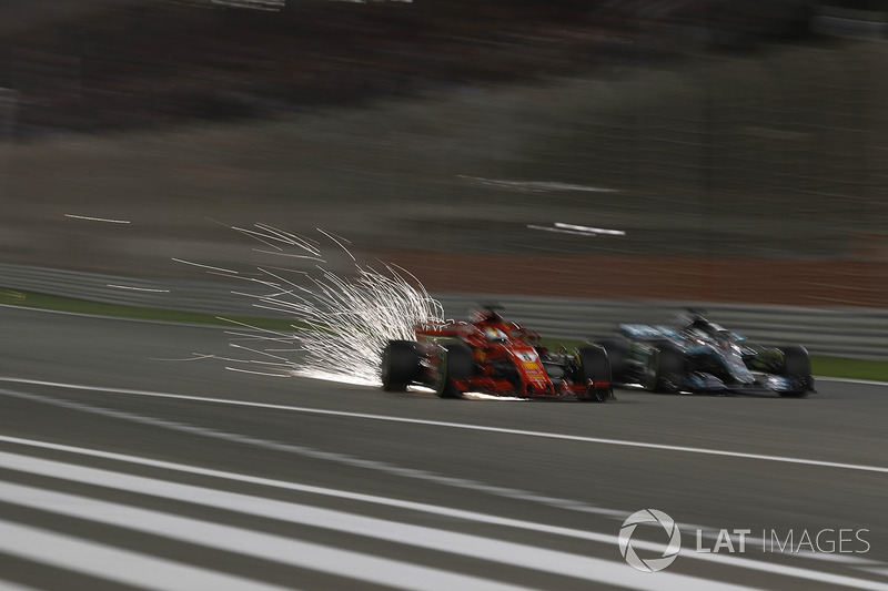 Sebastian Vettel, Ferrari SF71H y Lewis Hamilton, Mercedes-AMG F1 W09 EQ Power batalla