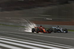 Sebastian Vettel, Ferrari SF71H et Lewis Hamilton, Mercedes-AMG F1 W09 EQ Power+ en lutte