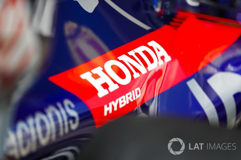 Un logo de Honda en el Toro Rosso