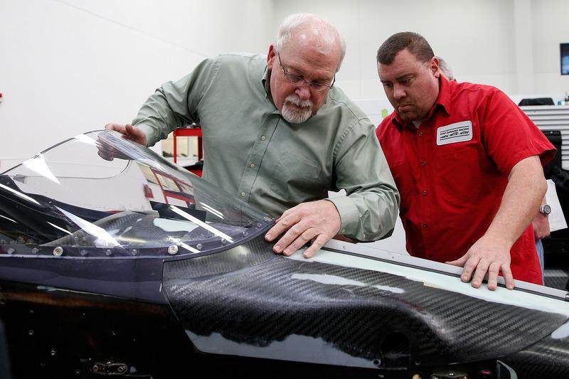 Джефф Хортон, директор INDYCAR по инжинирингу и безопасности и аэроскрин на машине 2018 года