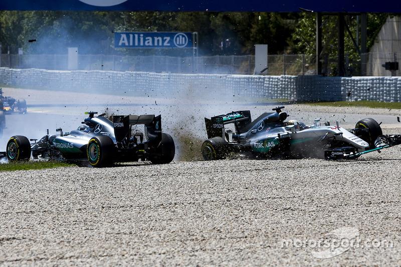 No GP da Espanha de 2016, os líderes do campeonato Hamilton e Rosberg abandonaram a prova depois de um polêmico toque nos metros iniciais.