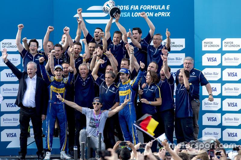 Nicolas Prost, Renault e.Dams; Sebastien Buemi, Renault e.Dams und das Renault eDams Team lassen si