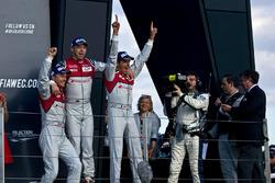 Sieger #7 Audi Sport Team Joest Audi R18: Marcel Fässler, Andre Lotterer, Benoit Tréluyer